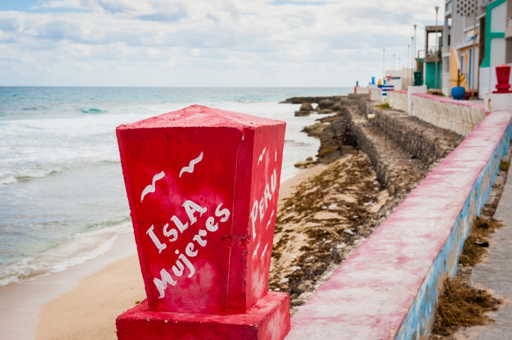 isla mujeres beachside walk during destination wedding