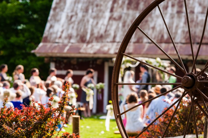 old wagon wheel by the ceremony  was a perfect focus point