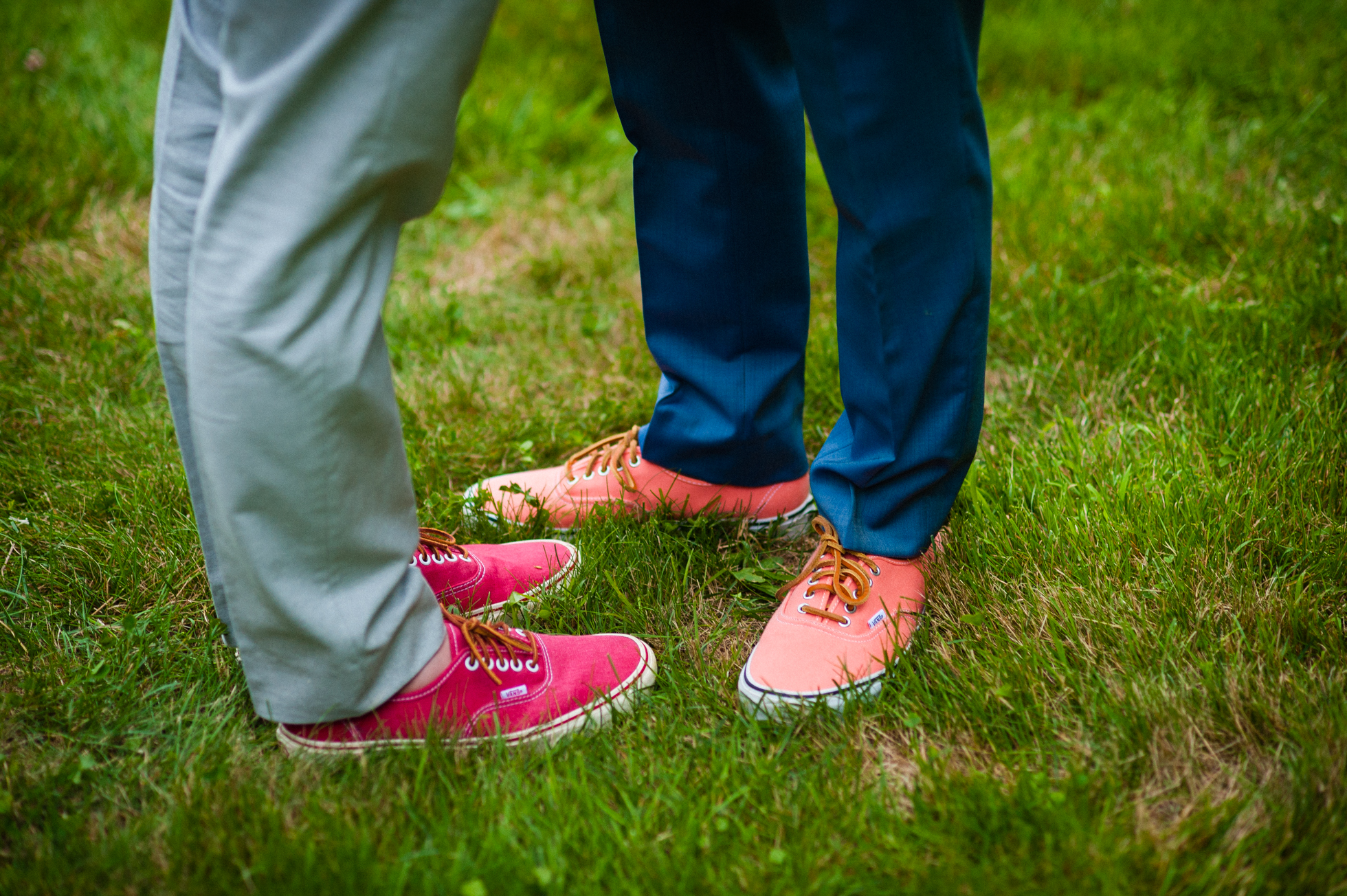 grooms colorful converse shoes