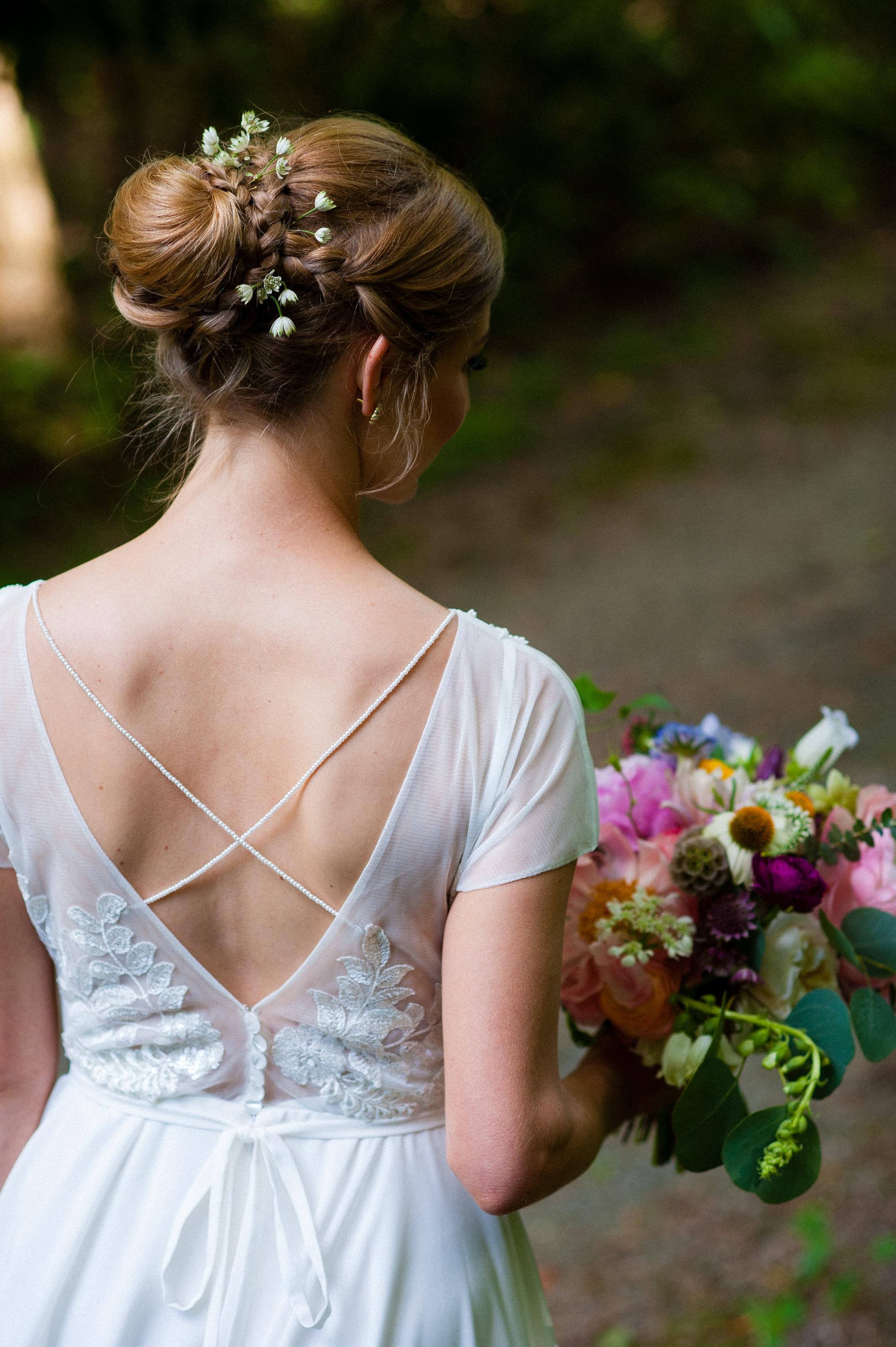 elegant bride at the vineyards at bettys creek