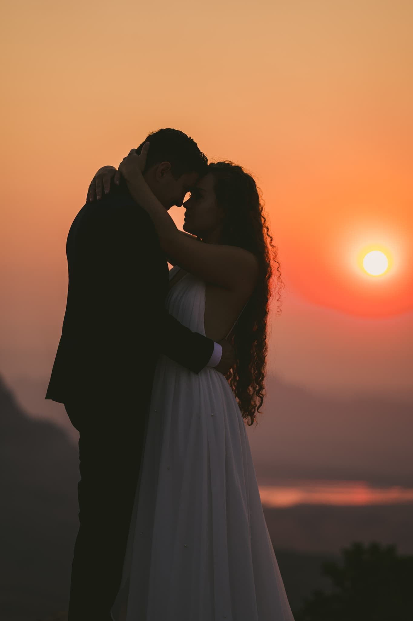Sunrise wedding photo at Dead Horse Point State Park