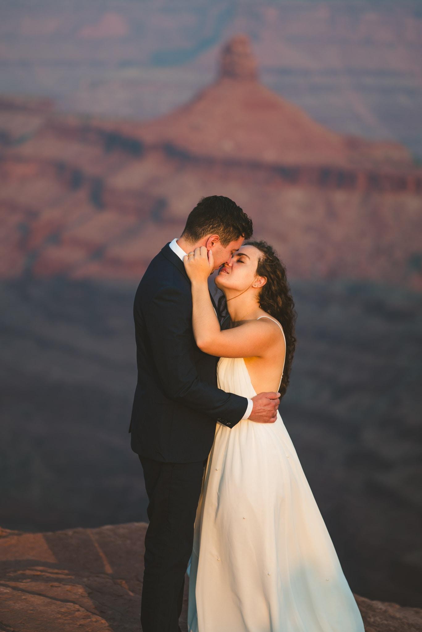 Sunrise wedding photo in Moab Utah